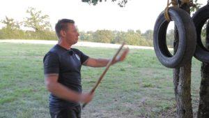 exercices au pneu en arnis kali eskrima